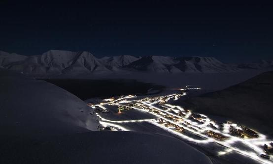 Northern lights, Snowshoe and Dogsledding Adventure in Svalbard